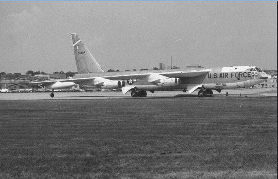 B 52B ACFT 53 0394 Biggs AFB, El Paso TX 1962. | Us