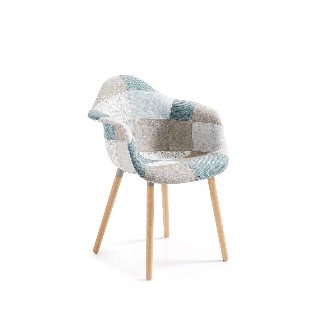 Cette chaise est un mod¨le incontournable sobre et robuste Elle
