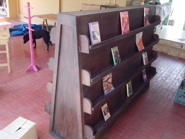 15ce8afe877d Exhibidor para libros y revistas. Verdaderamente Grande pero económico.
