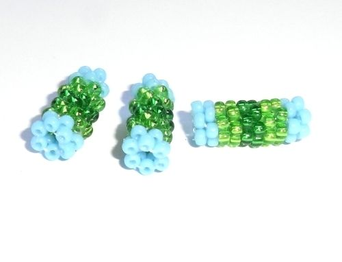 grünblaue Röhrchenperlen beaded beads Peyote von Anka       Schöne Dinge auf DaWanda.com
