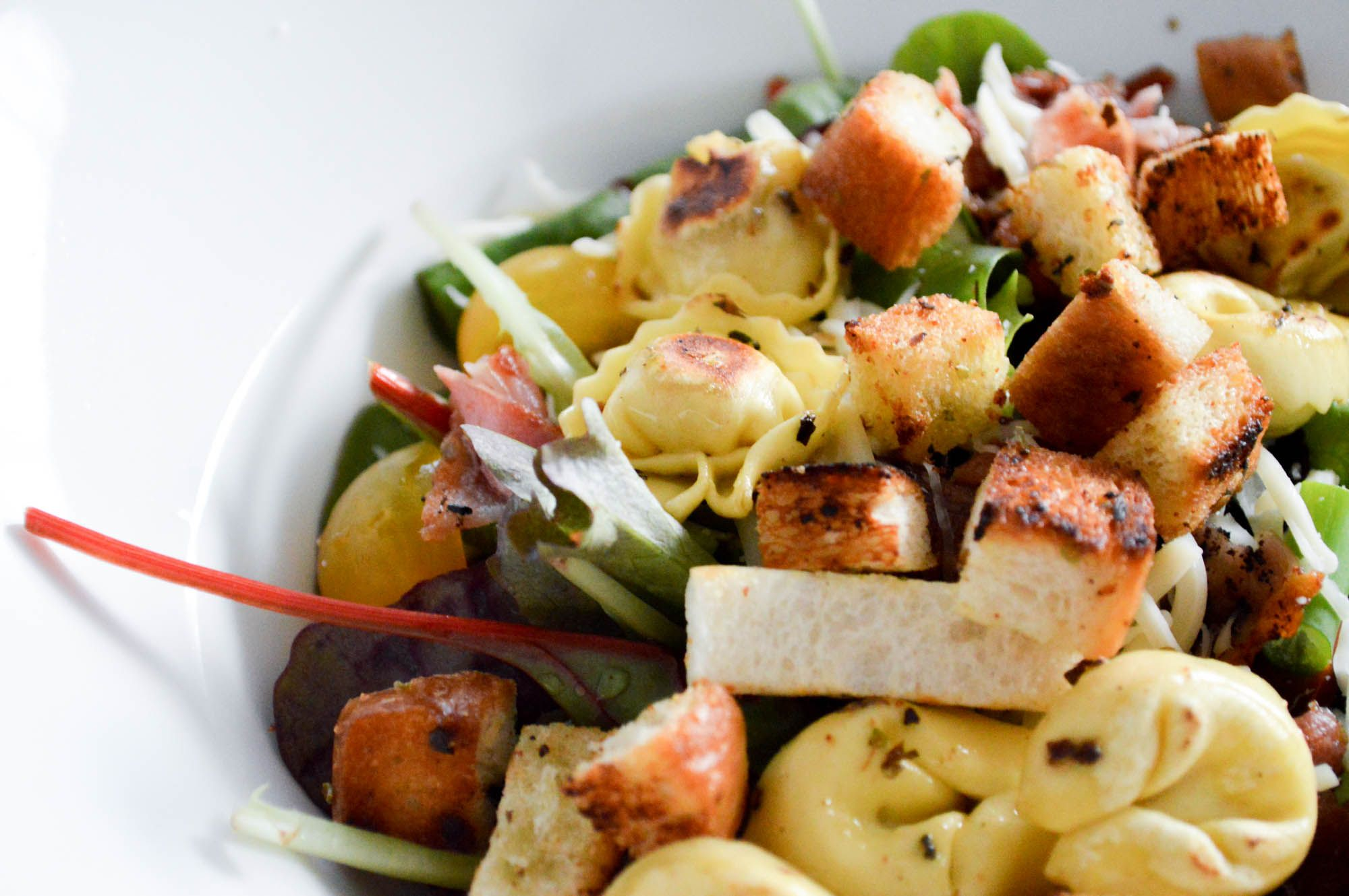 Bunter Salat mit Tortellini