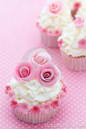 http://thumbs.dreamstime.com/x/rose-cupcakes-14123629.jpg