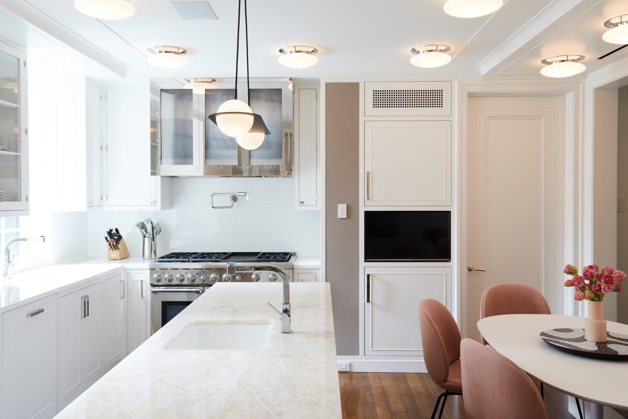 park avenue kitchen with modern lighting lambert & fris and Gubi ...