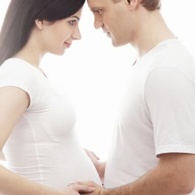 7 Ways to Have a More Positive Pregnancy (A glass-half-full attitude helps you AND your partner/family)