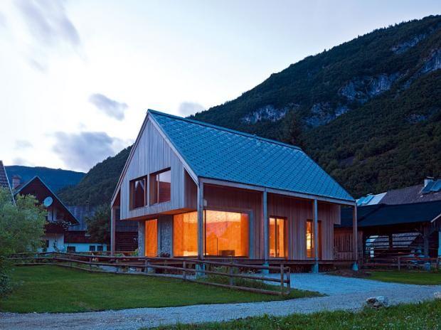 Architektenhäuser Pures Ferienhaus mit viel Holz