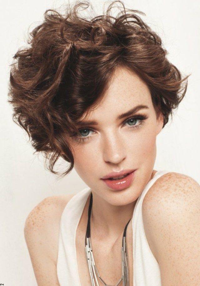 Coupe cheveux courts frises femme 2016