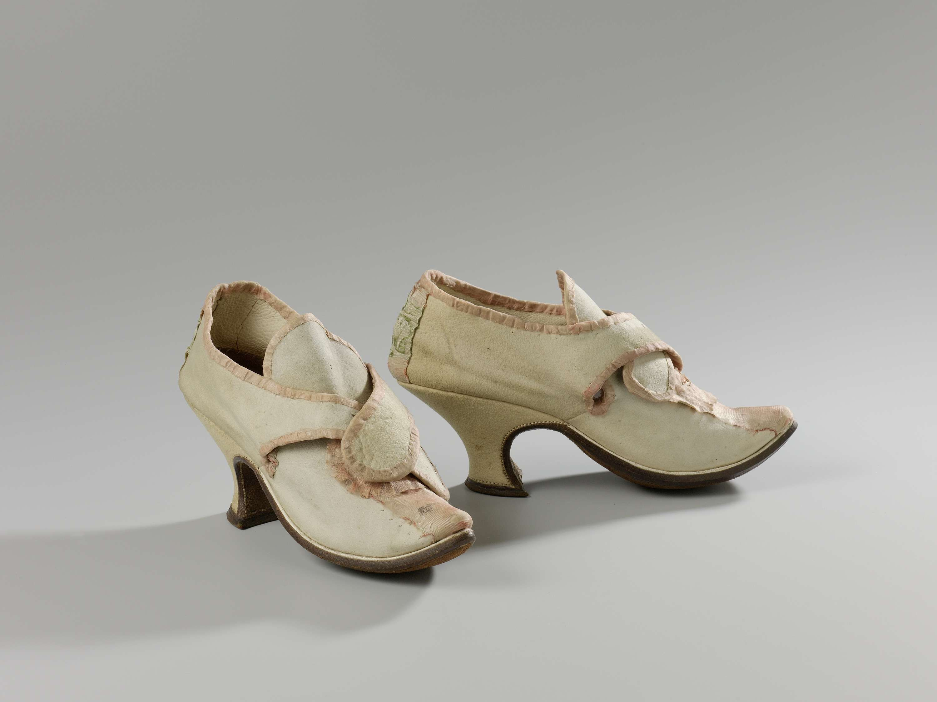 1750, the Netherlands - Shoes - Leather, silk