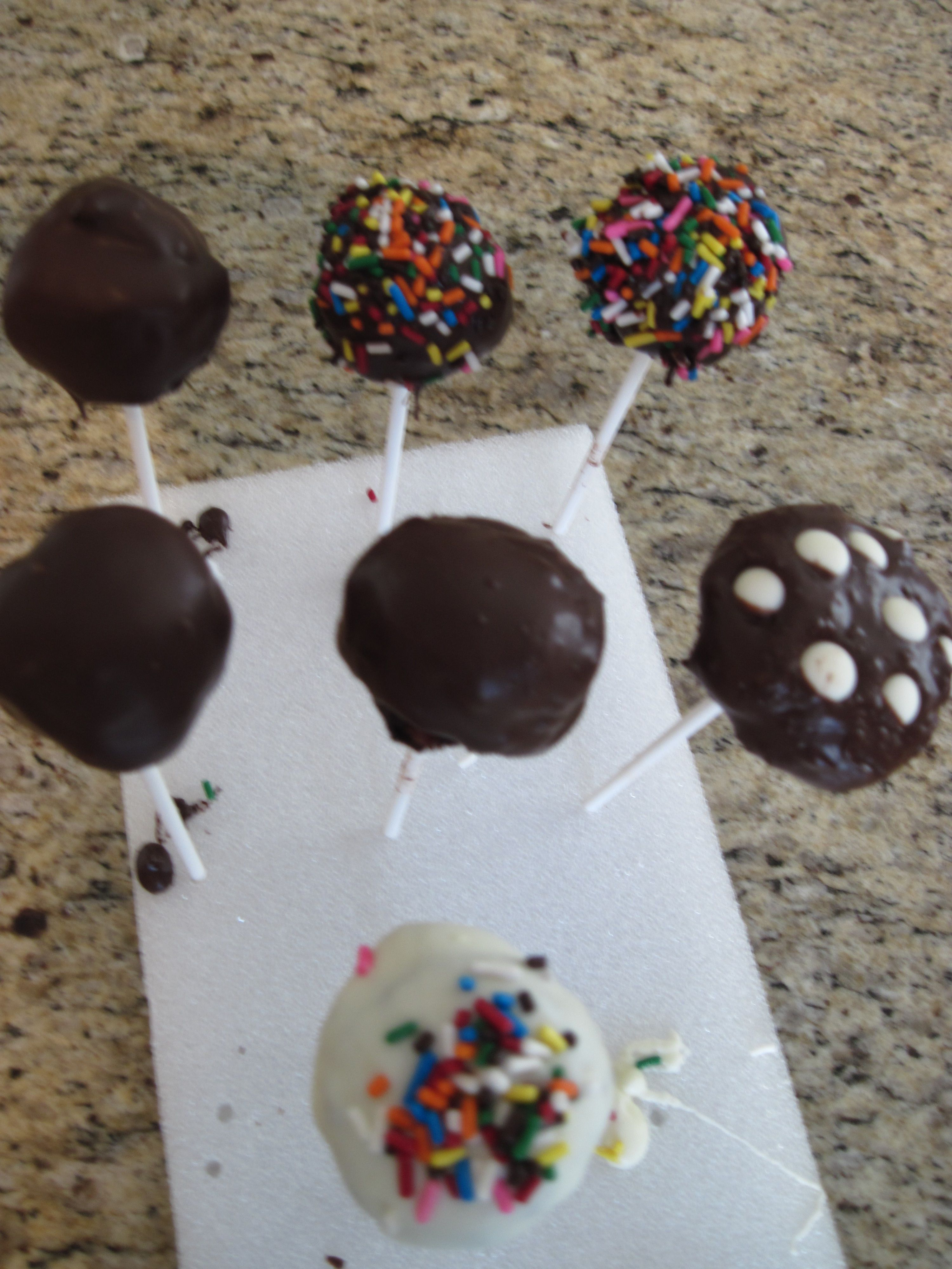 Move over Starbucks- Cake Pops are as easy to make as they are to eat! #starbuckscake Make it your own. #starbuckscake