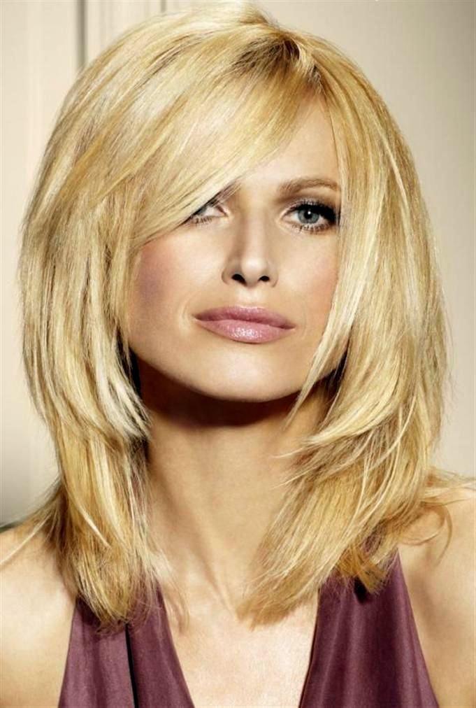 Женская стрижка лесенка на средние волосы с челкой или без ...