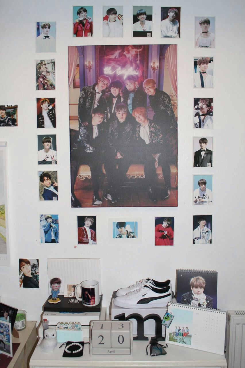 Pin By Yuyi Parking On Bts Army Room Decor Army Room Army Bedroom