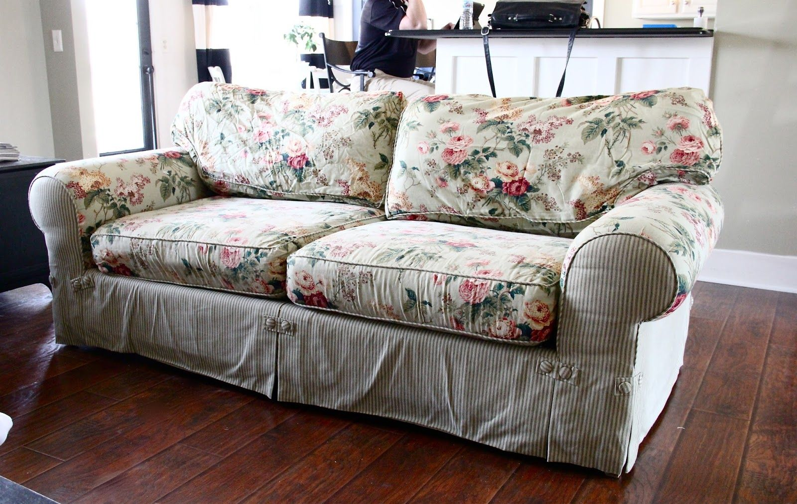 The Yellow Cape Cod Ten Year Old Sofa Makeover Sofa Makeover Classic Sofa Bed Old Sofa