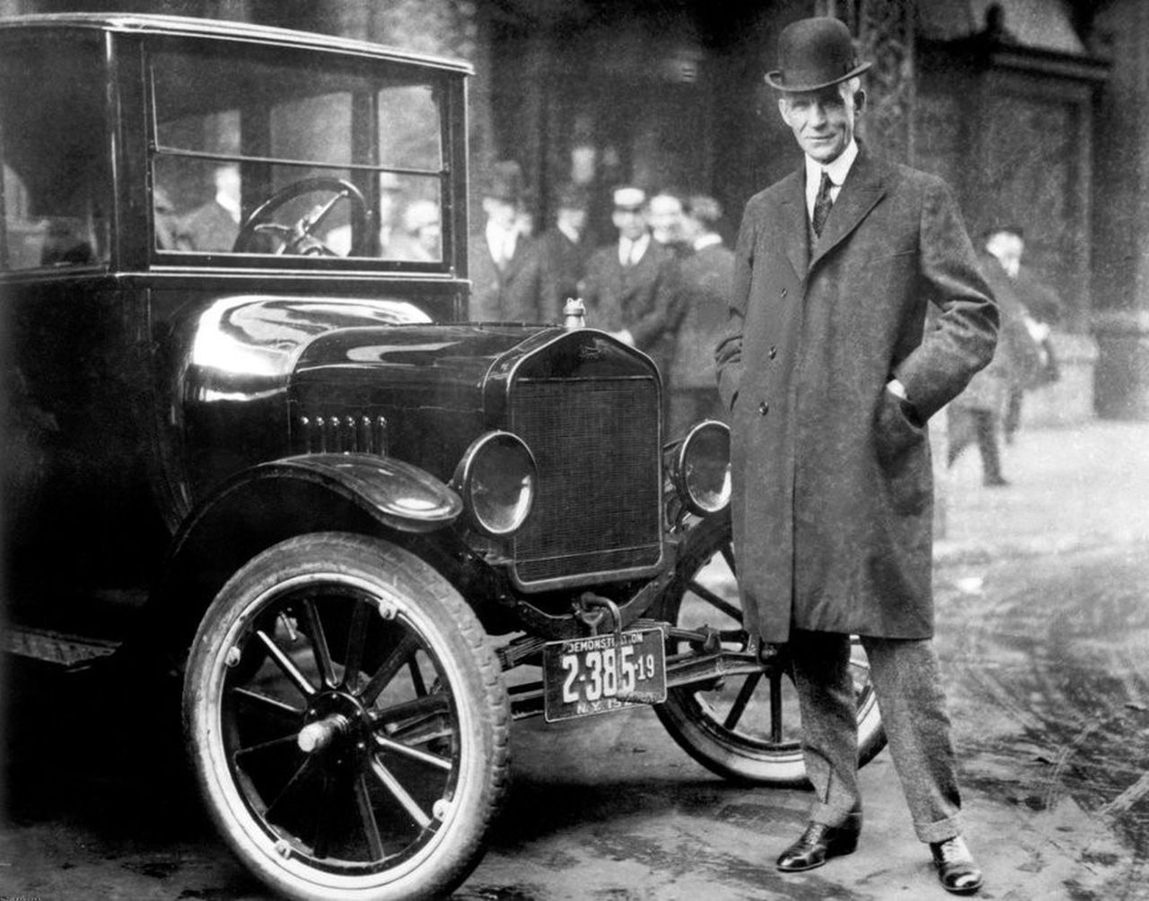 Historic Photos Show Ford S Early Model T Assembly Line And