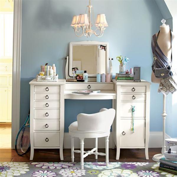Vintage Dressing Room With Chic Vanity Desk vintage vanity Vintage