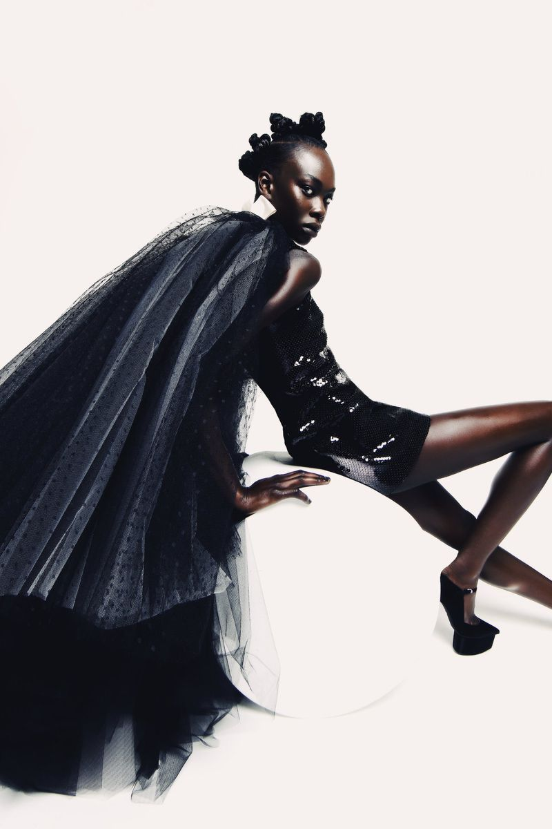 Studio fashion editorial photography and pose inspiration for your next indoor photoshoot. Follow for more fashion and beauty inspiration and trends. #creativefashion #studioeditorial #studiophotography #fashionphotoshoot #fashionphotography