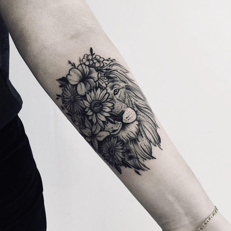 Tatuagens femininas no antebraço Leão