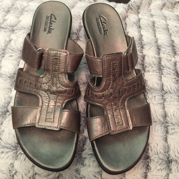 Clarks bendables Dress up or casual. The most comfy shoe you will find. Excellent condition! Clarks Shoes