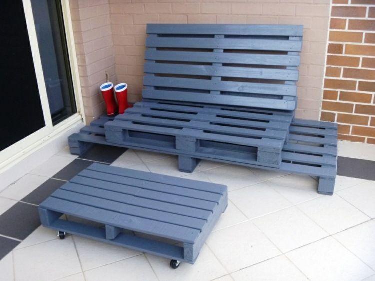 Mit Paletten können Sie tolle Lounge-Möbel ganz einfach bauen ...