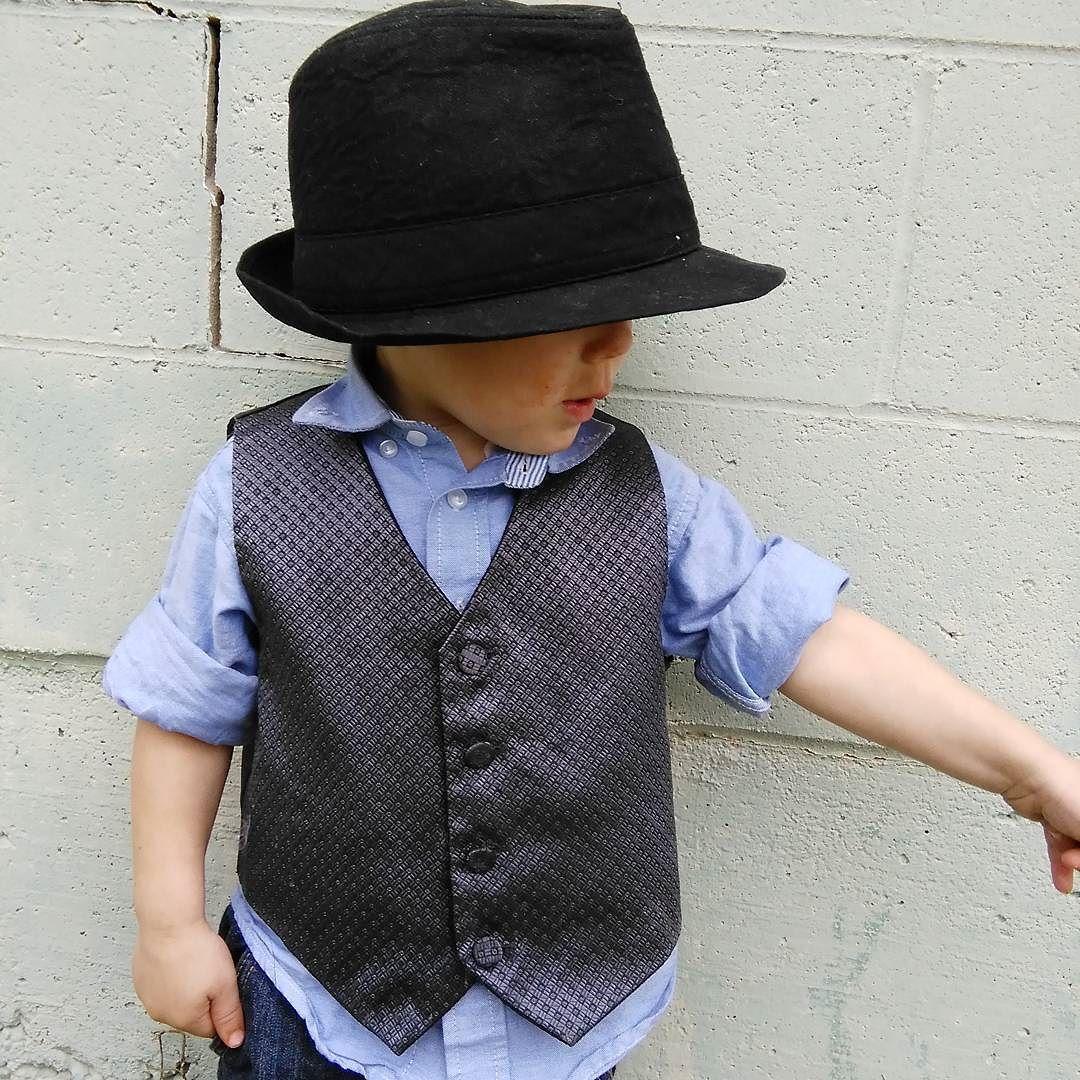 Look over there #ig_fashionkiddies #fashionkidsworld #fashionxboys #boysfashionclubofficial  #fashionglambabe#fashionkids #fashionkid #postmyfashionkid#boys #suit #fashion #rayban #stylish #longhair#fckids #fashionblogger #toddler #toddlerlife#menswear #mensfashion #mensfashionreview#fashionformen #gentleman #styleformen#zaramen #dapper #mensoutfit#highfashionm by domms_threads