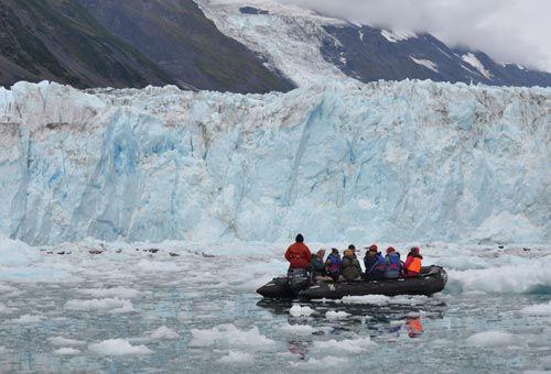 Approaching a Glacier ~ zodiac_ice1.jpg (500×340)