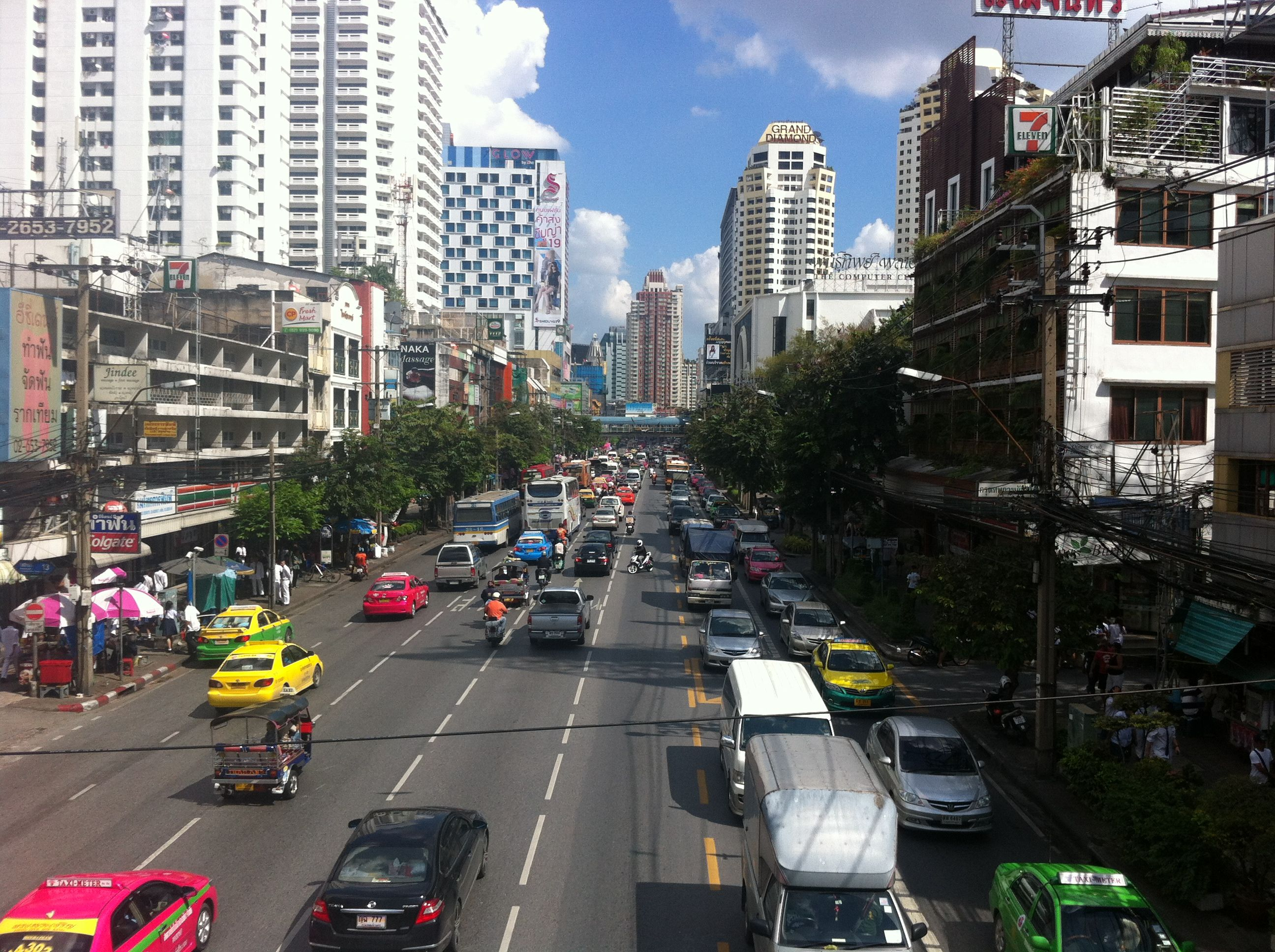Bangkok - love the colors of the city!