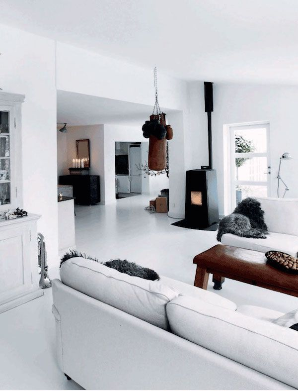The warm and inviting Danish home of Henrik Hemmingsen (Fil de Fer) in monochrome. #white #sittingroom.