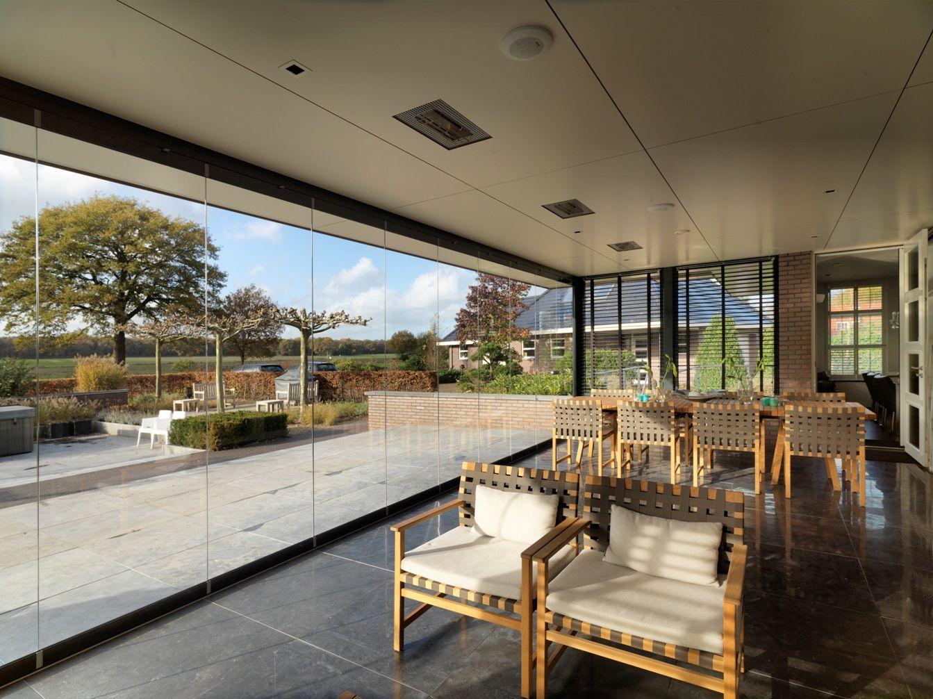 glazen vouwwand solarlux sl 25 om de veranda wind en waterdicht te maken. Black Bedroom Furniture Sets. Home Design Ideas