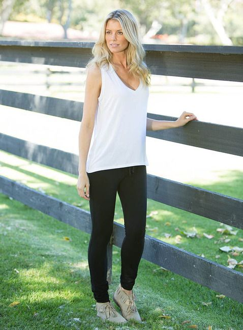 <p>Drapey and becoming describe this must-have style. �Great for layering under all your favorite Barefoot Dreams peices.</p>