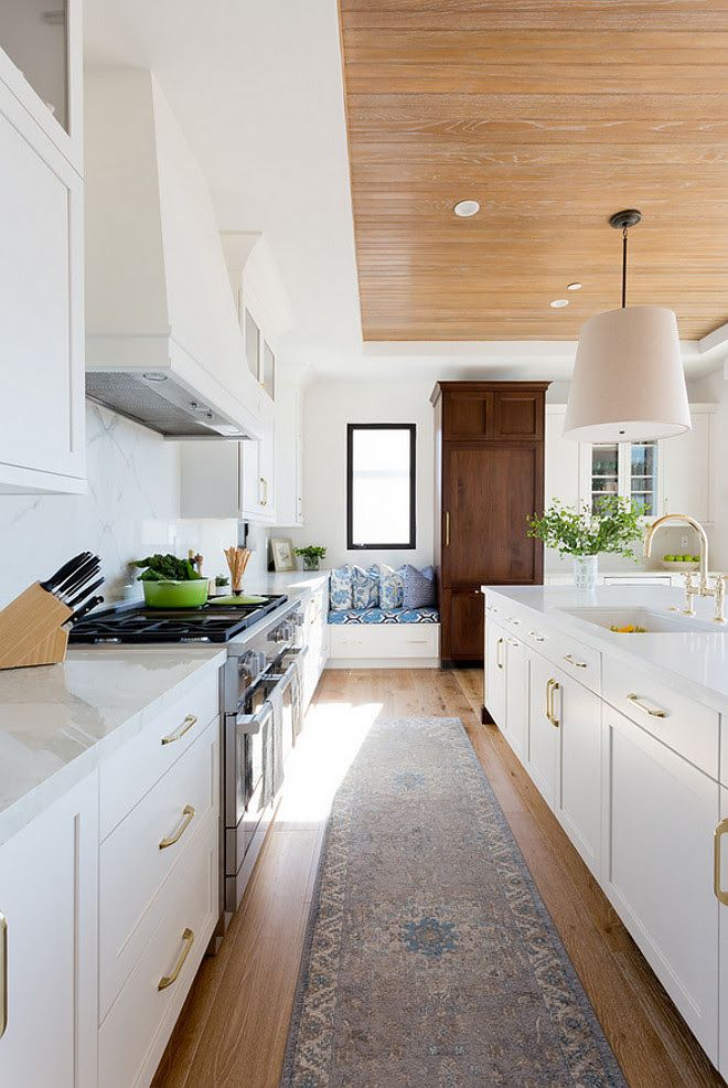 Modern Farmhouse Kitchen. Modern farmhouse kitchen with