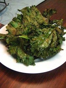 Baked Kale Chips Lekker met Tex Mex kruiden. 150 graden, 15 minuten