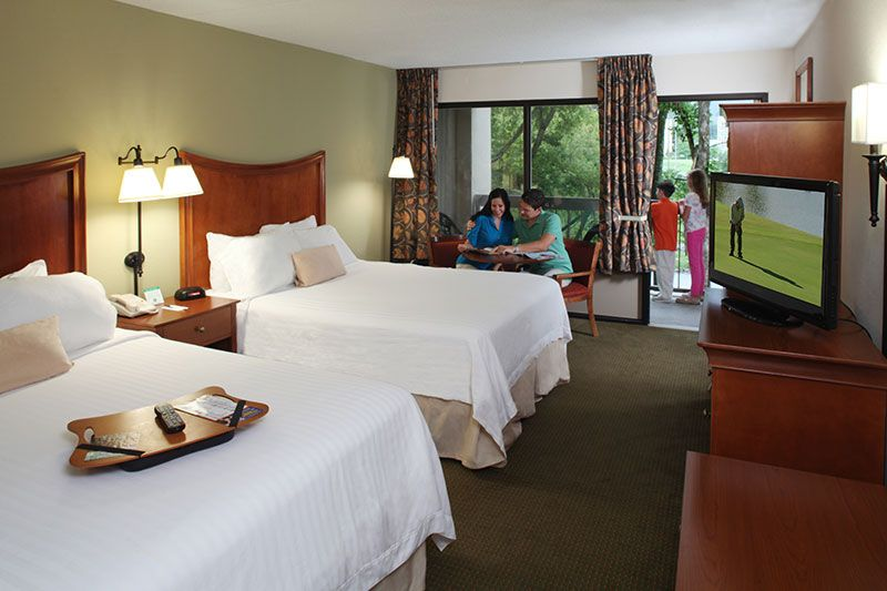 Reserve Two Queen Bed Room Jacuzzi Sofa Kitchen Inn On River Hotel Pigeon Forge Hotels River Hotel Hotel Inn