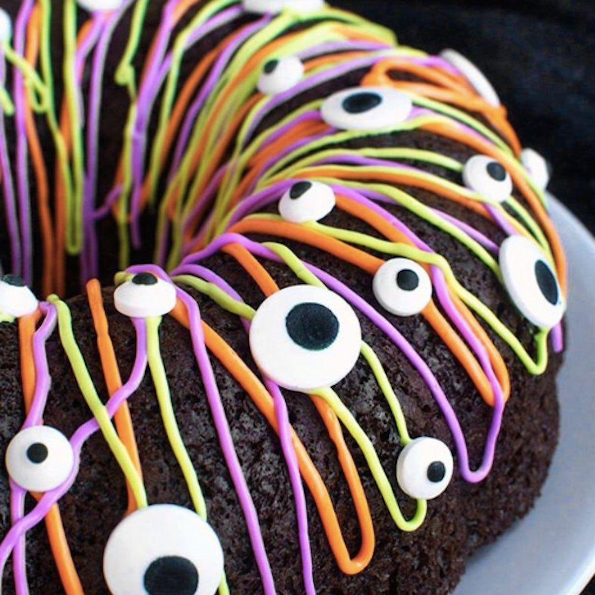 6 Spooky Halloween Cakes That Are Scarily Delicious
