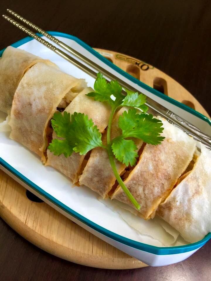 Singapore home cooks pork cabbage stuffed crepe traditional hokkien singapore home cooks pork cabbage stuffed crepe traditional hokkien popiah by lily tan forumfinder Image collections