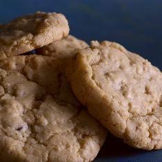Sweet And Salty Peanut Chocolate Chunk Cookies (via www.foodily.com/r/W68rnUGEJ-sweet-and-salty-peanut-chocolate-chunk-cookies)