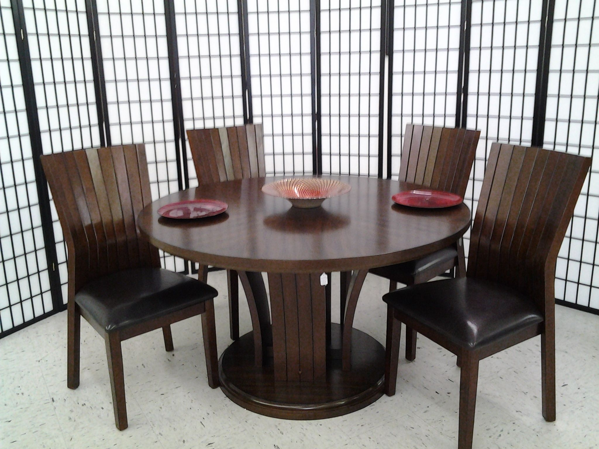 Daria 54 Inch Round Dining Table With 4 Chairs