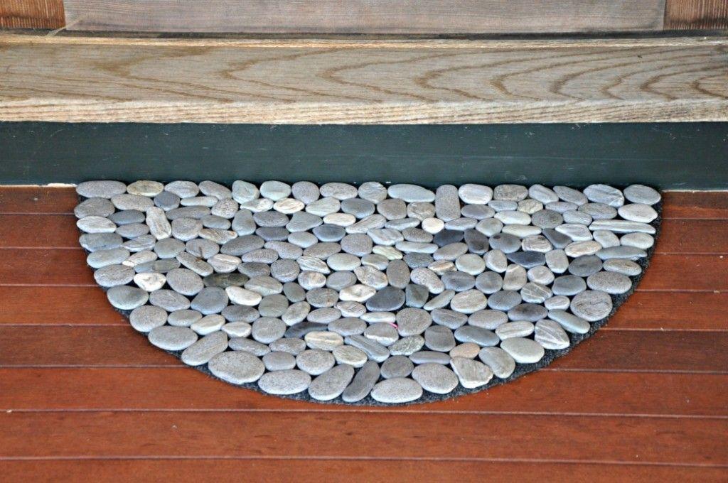 10 Diy Welcome Mats That Will Jazz Up Your Front Porch Diy River Rock Door Mat Diy Diy Stone Floor