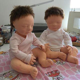 I have sewn the mohair wig on their head very securely and it made them so tired ???? ???? #littlehannydolls #artdoll #dollart #dollartist #slowdoll #instaart #needlefelting #realisticdoll #realsizedoll #customdoll #collectdoll #dollcollecting #naturalfiberartdoll #oakdoll #waldorfinspireddoll #reborninspireddoll #reborndoll #clothesdoll #babypuppe #handmadedoll #handmade #手作 #dollsneedlefelt