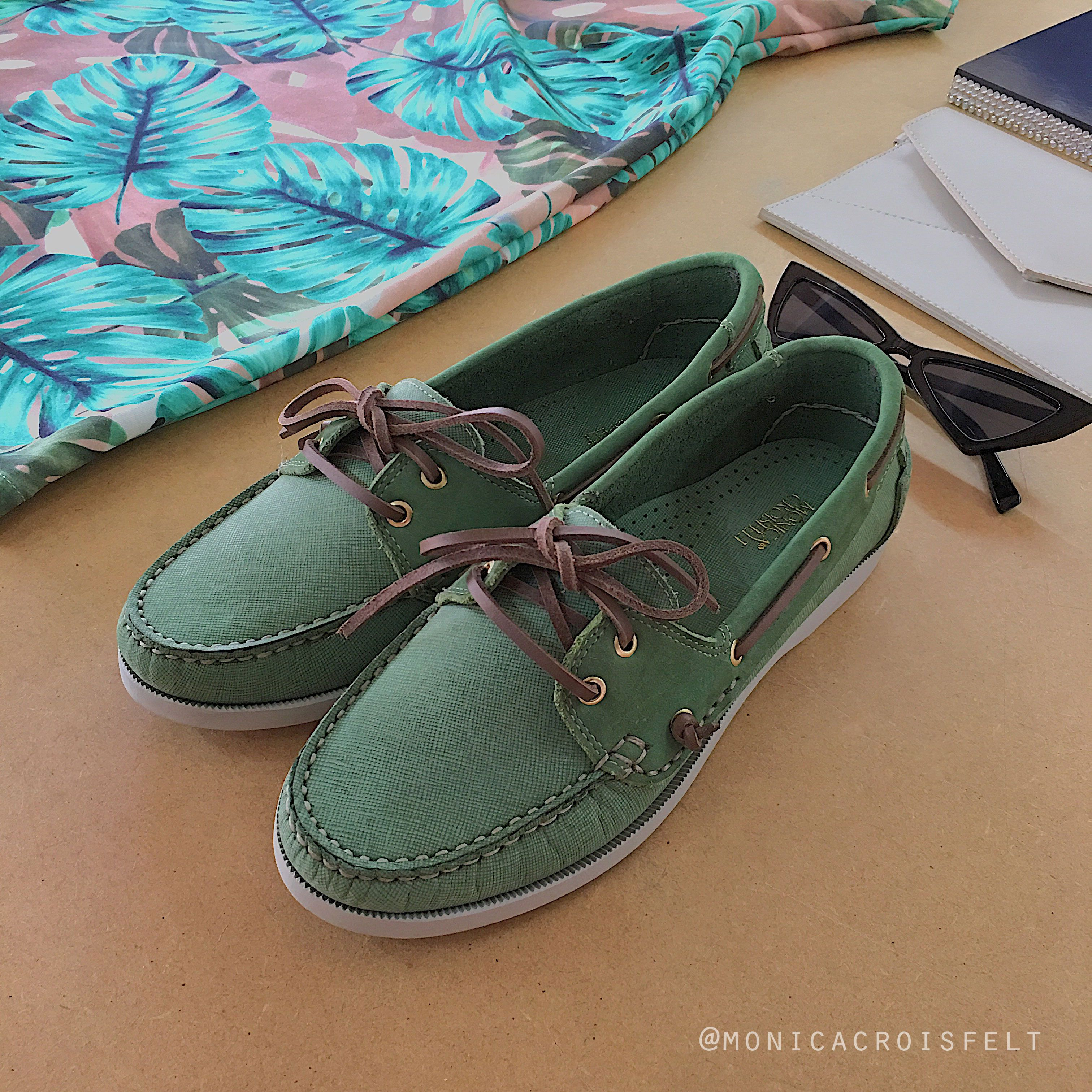 0b164c80b ... Sapato Feminino Mocassim Dockside Drive Conforto Alto Luxo de Mônica  Croisfelt. À venda na loja ❤ #verde #streetstyle #casual