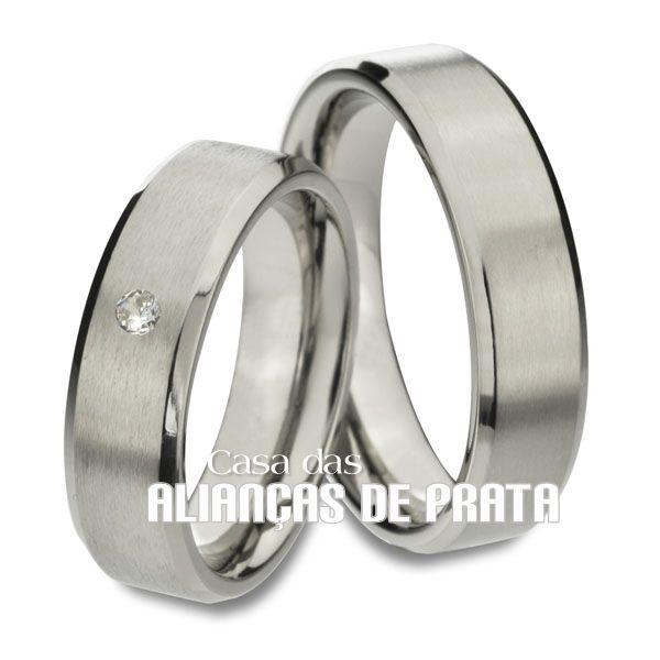 Alianças de compromisso em prata 950 Peso aproximado: 13 gramas o par Largura: 6 mm Pedra: 1 Zirconia Anatômica Acabamento Fosco e Liso