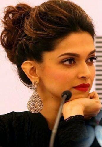 Pin By Ashmeet Arora On Bollywood Actress Deepika Hairstyles Hair Styles Hair Puff