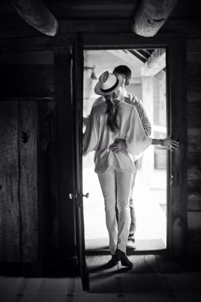 Memphis TN engagement session, cabin engagement session, winter white, white fedora. http://www.lesleemitchell.com