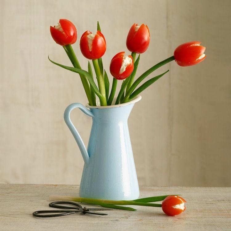 tulpen aus tomaten und schnittlauch in einer vase essen anrichten pinterest gem se obst. Black Bedroom Furniture Sets. Home Design Ideas