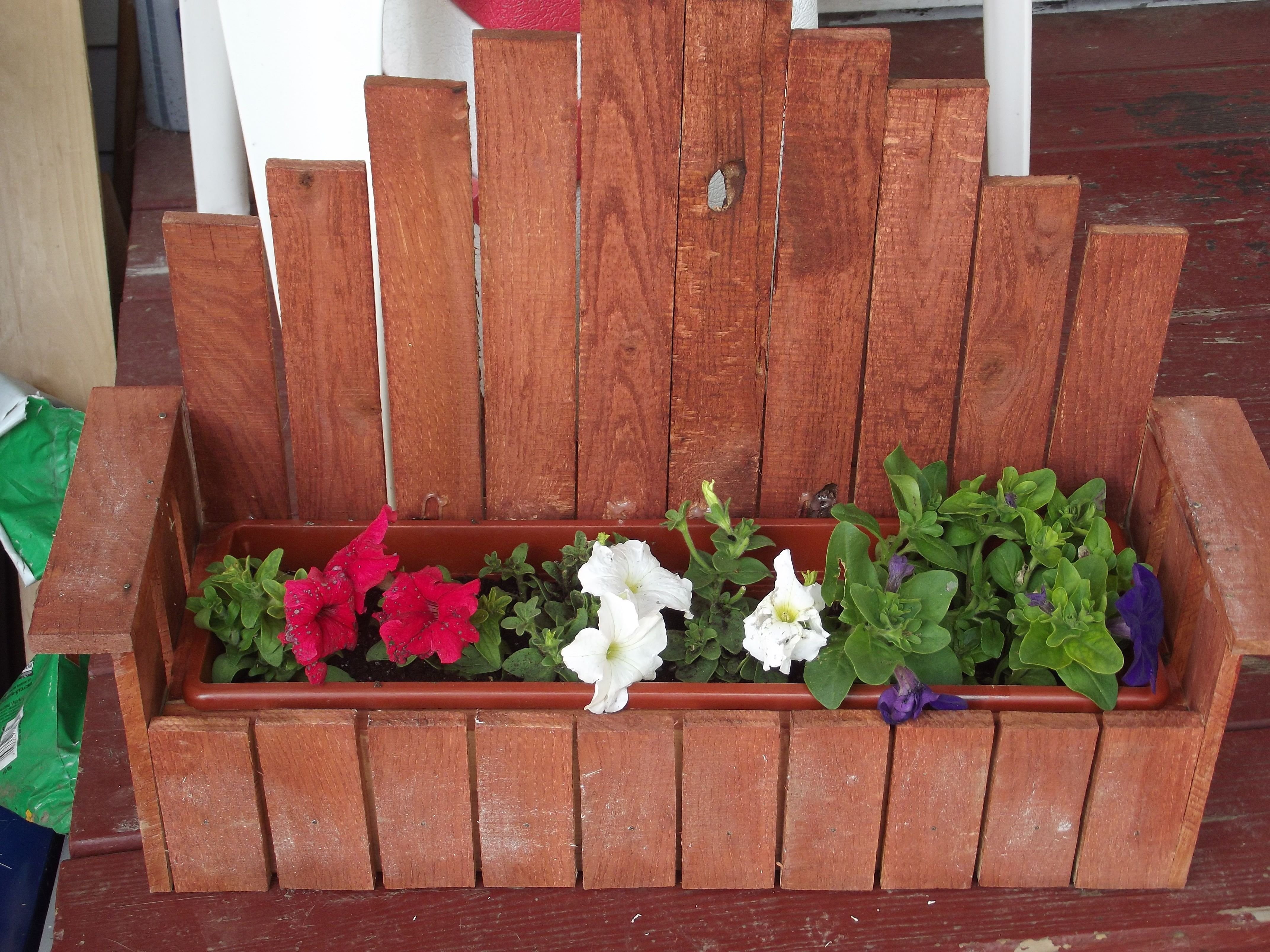 Mini Bench Planter Made From A 1x4 Board Lathe Boards And A Window Planter Planter Box Plans Woodworking