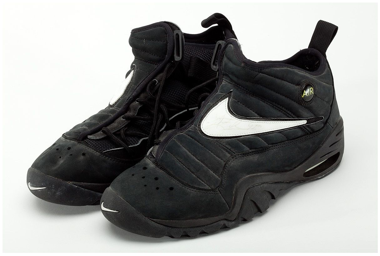innovative design 1fb32 87c68 A Look Back At Dennis Rodman s Game-Worn Nike Shake Ndestrukt