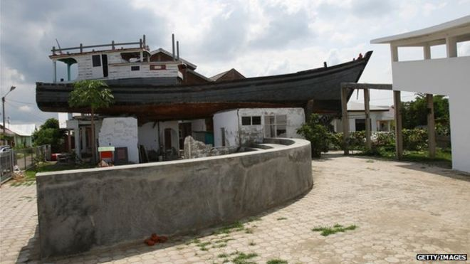 the boat that landed on a roof and saved 59 people banda aceh