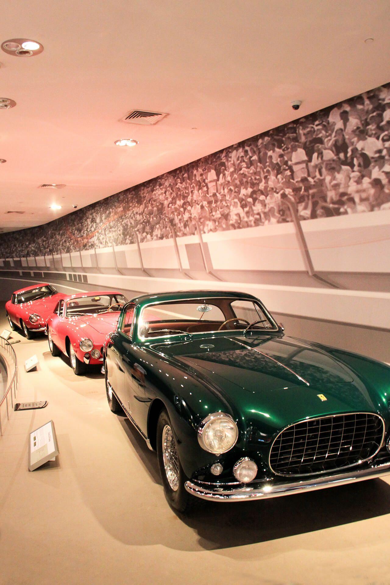 Ein muss, wenn man in Abu Dhabi ist und vor allem für Formel 1 Fans ist ein Besuch im Ferrari World und ein Ausflug zum Yas Marina Circuit.