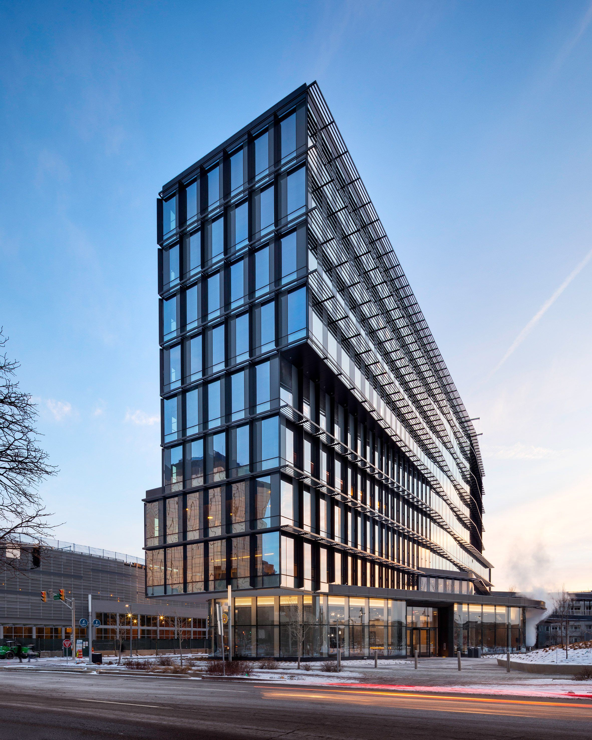 Deborah Berke S Tower For Indianapolis Features Shifted Floor Plates Office Building Architecture Facade Architecture Architecture