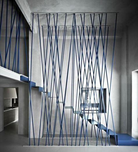 Blaue Treppengeländer Und Metalltreppe Im Minimalistischen