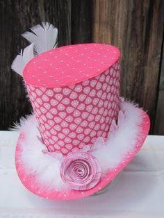 Sombrero con plumas para fiestas  2a36abd5163