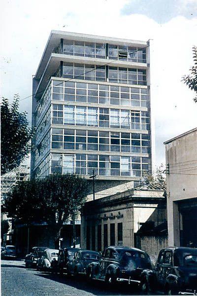 Financiamento coletivo para restaurar a sede do IAB-SP, Sede paulista do Instituto de Arquitetos do Brasil, na esquina das ruas Bento Freitas e General Jardim, em 1951