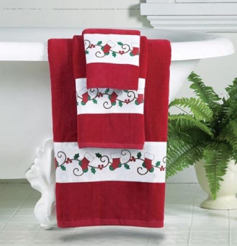 Holiday Bath Towel Set Christmas Stocking Holly Border Seasonal